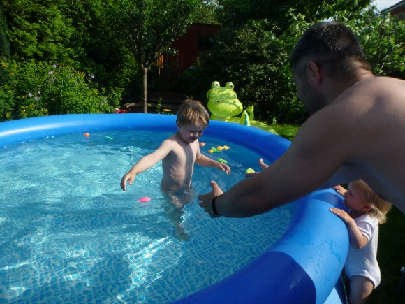 První v bazénu